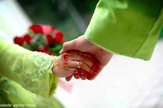 Sesungguhnya Rezeki Daku Mencurah-Curah Setelah Setiap Hari Daku Menggenggam Dan Membelai Tangan Isteri.